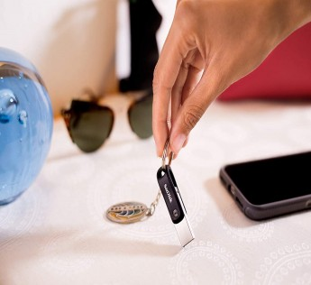 SanDisk 128GB iXpand Flash Drive Go for iPhone and iPad - SDIX60N-128G-GN6NE